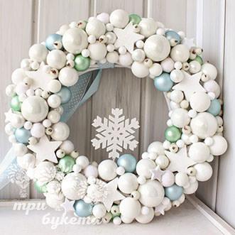 Рождественский венок белый