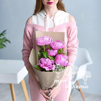 Букет из 5 розовых пионов